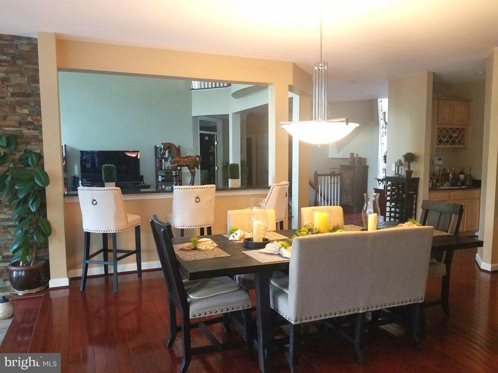 Kitchen overlooking family room - 40674 JADE CT, LEESBURG