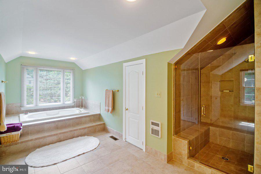 En suite with separate soaking tub and shower - 12009 BENNETT FARMS CT, OAK HILL