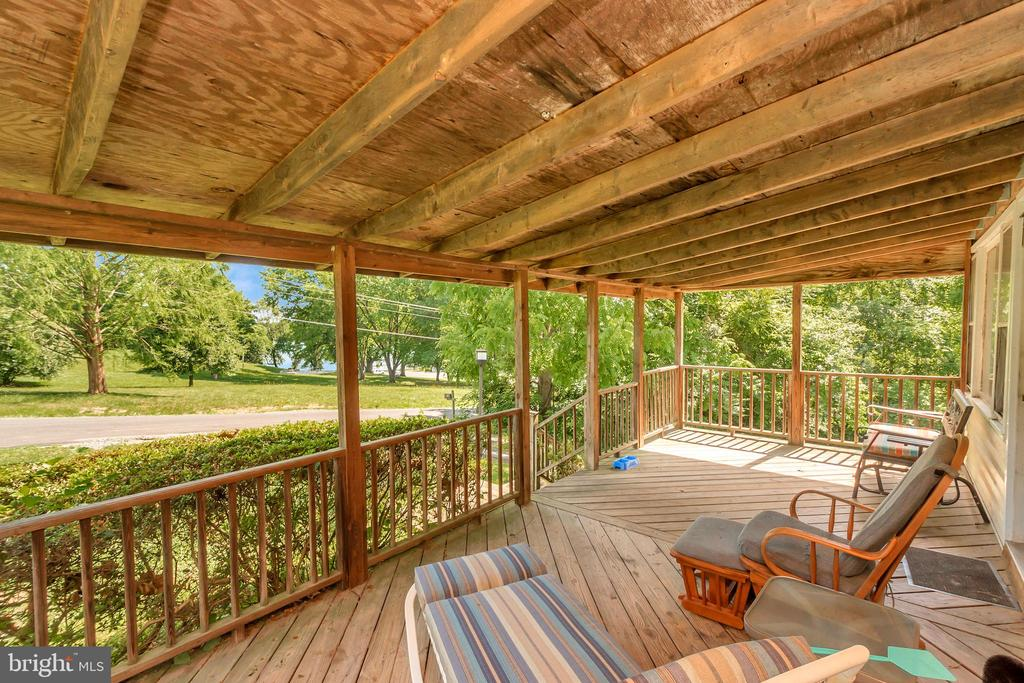 Front Porch - 1043 S LAKESHORE DR, LOUISA