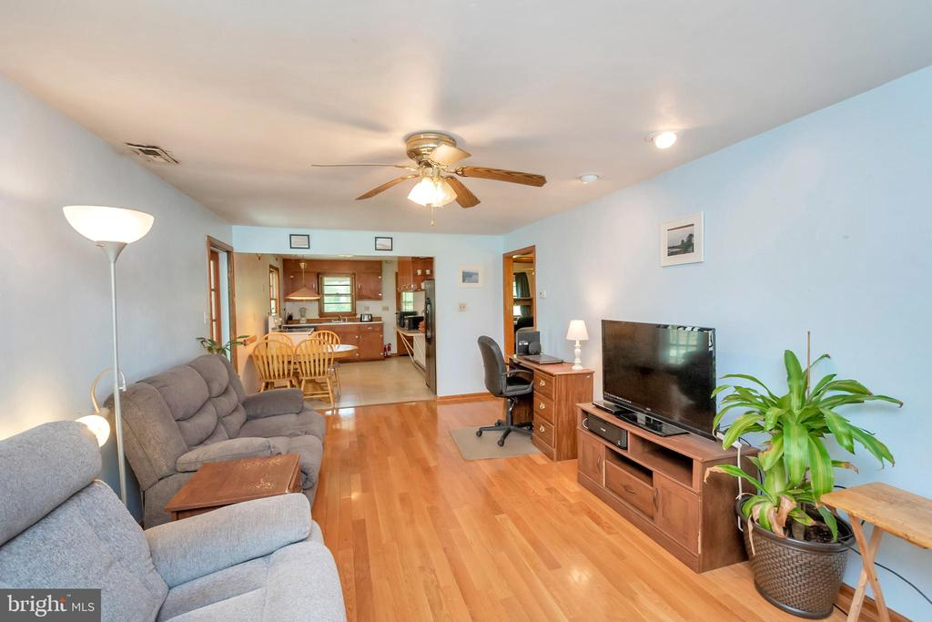 Family room - 1043 S LAKESHORE DR, LOUISA