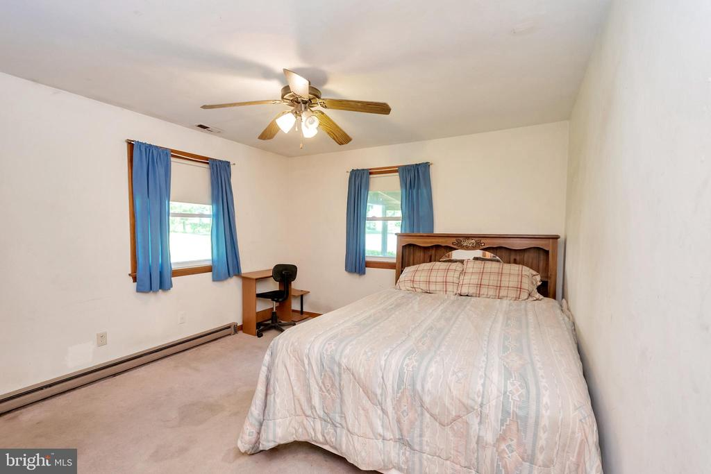Bedroom - 1043 S LAKESHORE DR, LOUISA