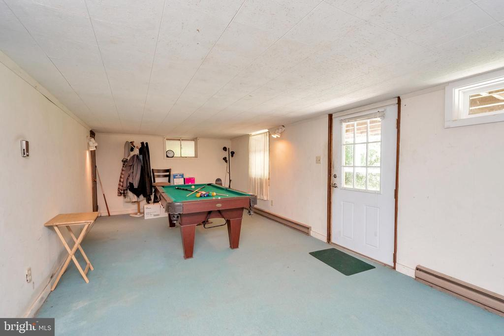 recreation room - 1043 S LAKESHORE DR, LOUISA