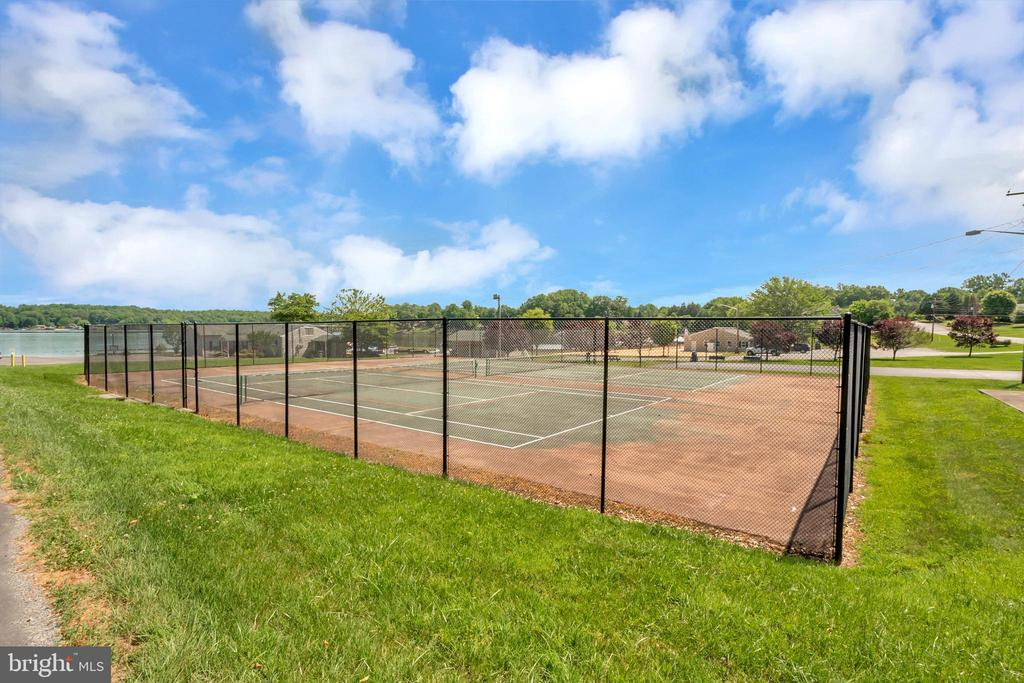HOA ammenities - Tennis Courts - 1043 S LAKESHORE DR, LOUISA