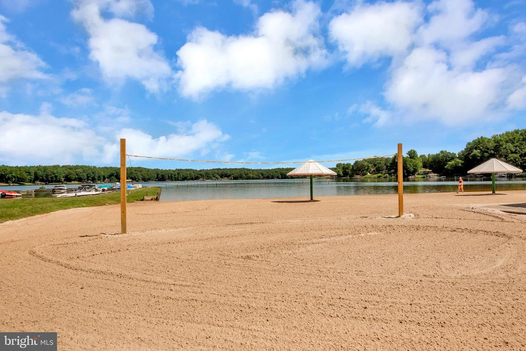 Beach area - 1043 S LAKESHORE DR, LOUISA