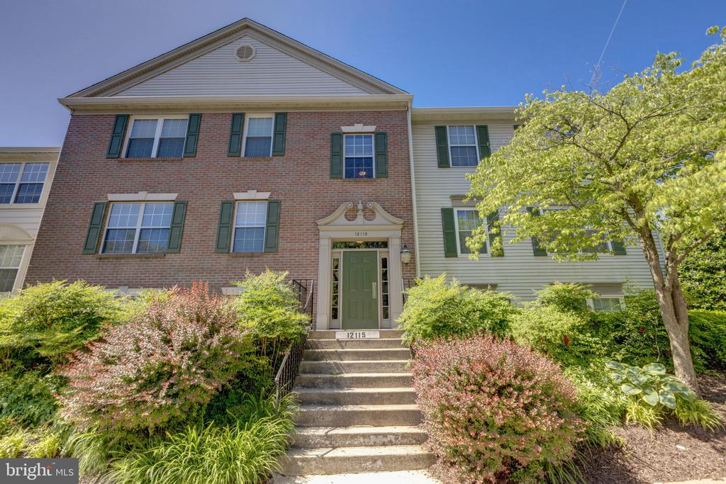 12115  GREENWAY COURT  101, Fairfax, Virginia