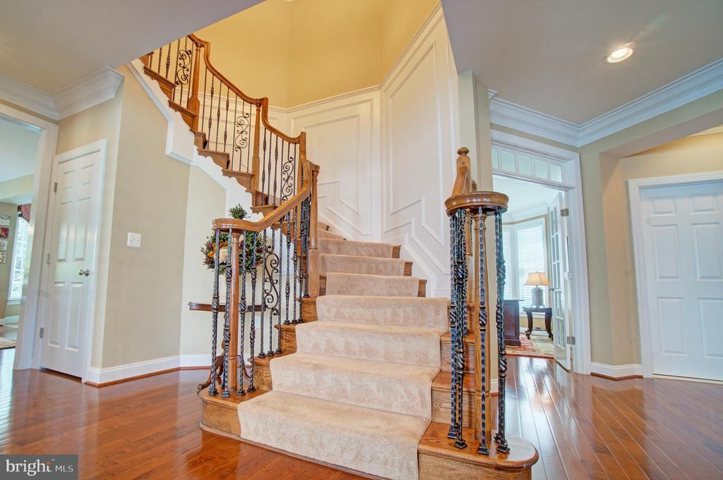 Stunning Upgraded Trim Work - 42436 MORELAND POINT CT, ASHBURN