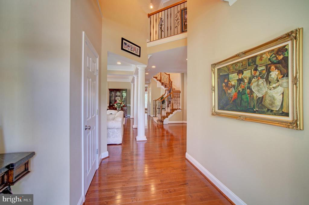 Open Foyer to Upper Level - 42436 MORELAND POINT CT, ASHBURN