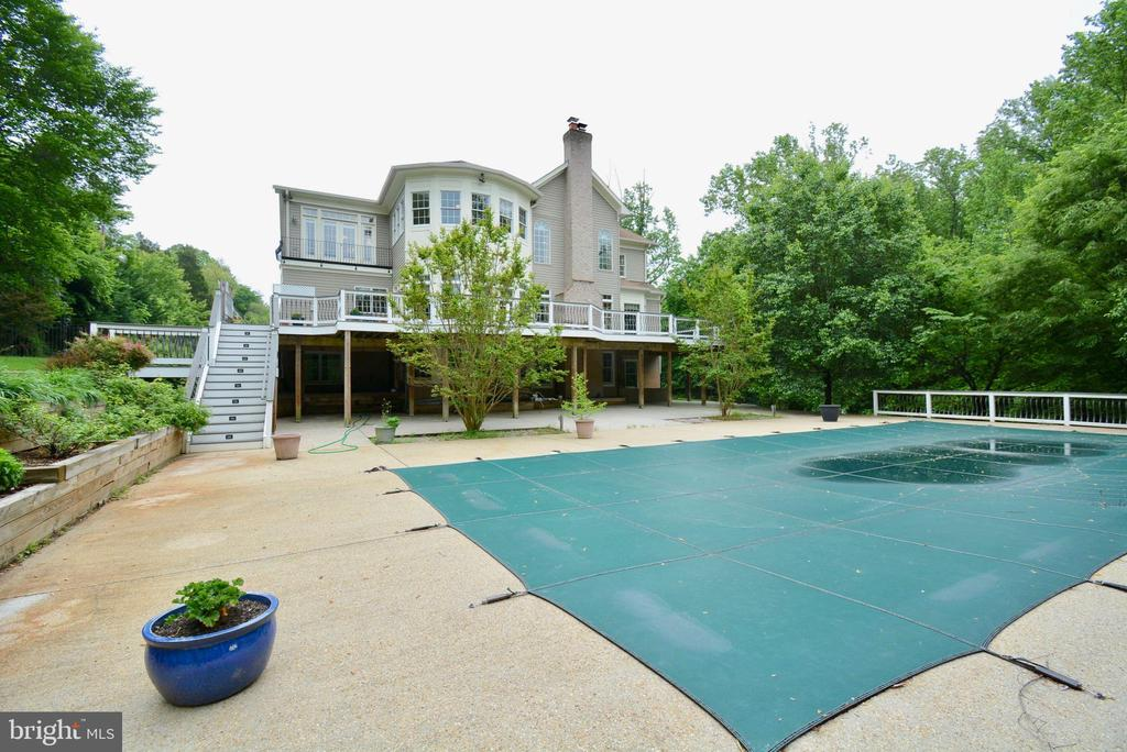 - 4200 PINERIDGE DR, ANNANDALE
