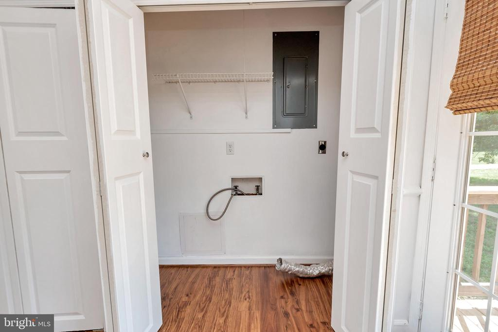 laundry area off kitchen - 322 GREENBANK RD, FREDERICKSBURG