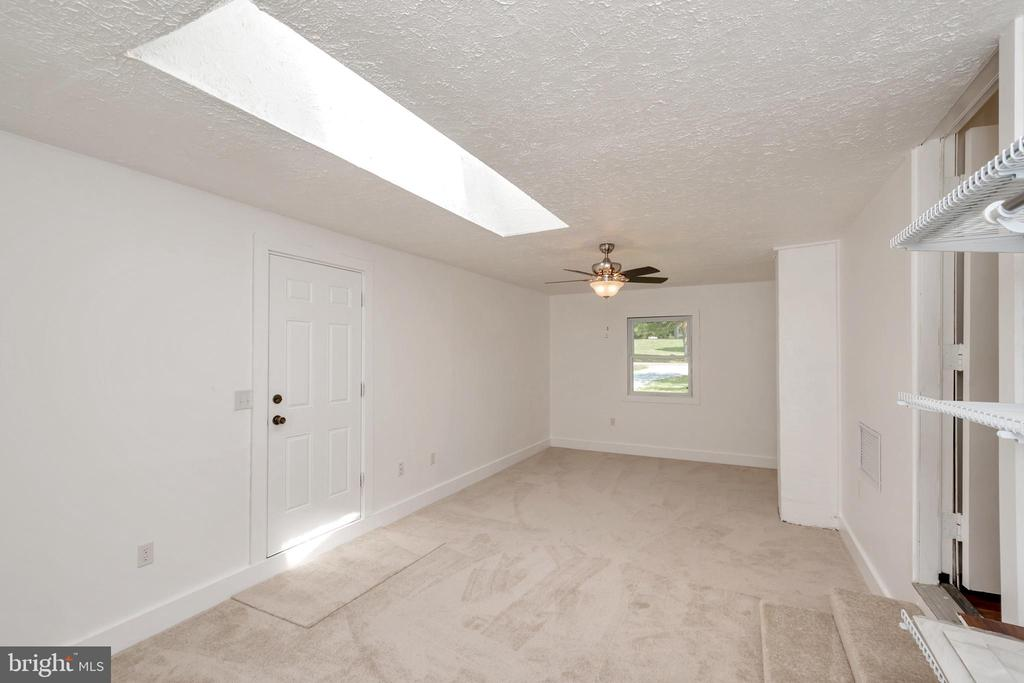 bonus room with side door and skylight - 322 GREENBANK RD, FREDERICKSBURG