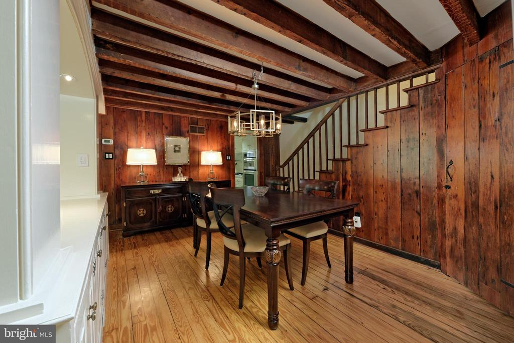 Spacious mellow dining room for family gatherings - 639 S SAINT ASAPH ST, ALEXANDRIA