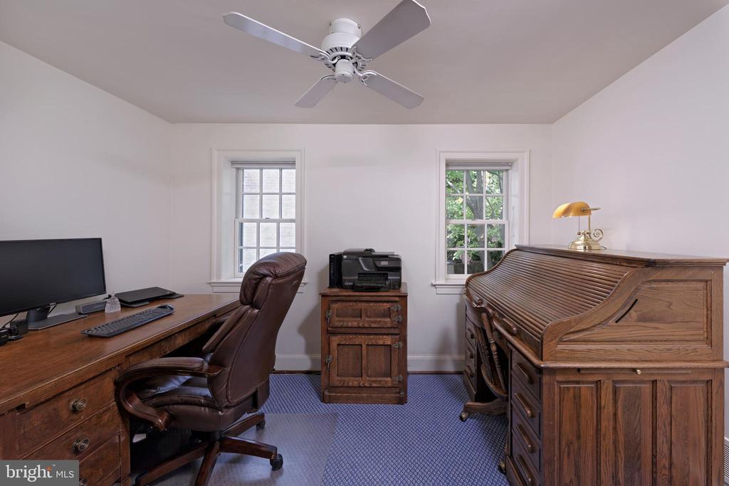 A sunny bedroom with two windows & privacy shades - 639 S SAINT ASAPH ST, ALEXANDRIA