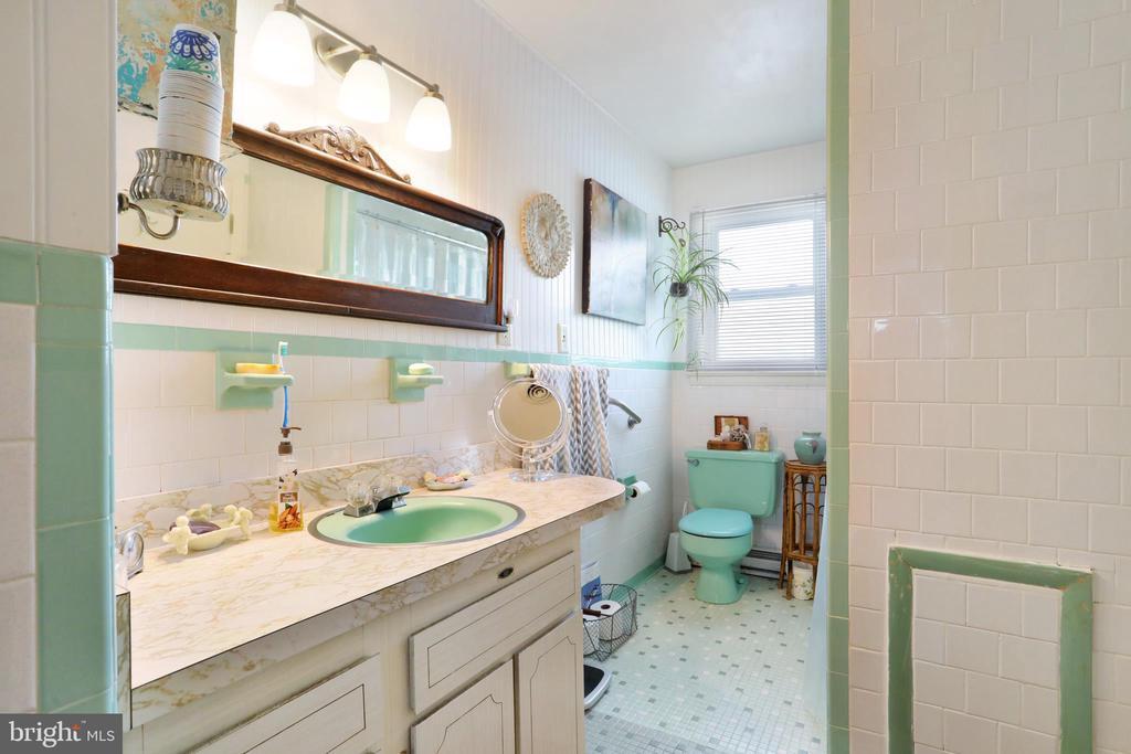 Full Bath Upper Level - 1105 REDBUD RD, WINCHESTER