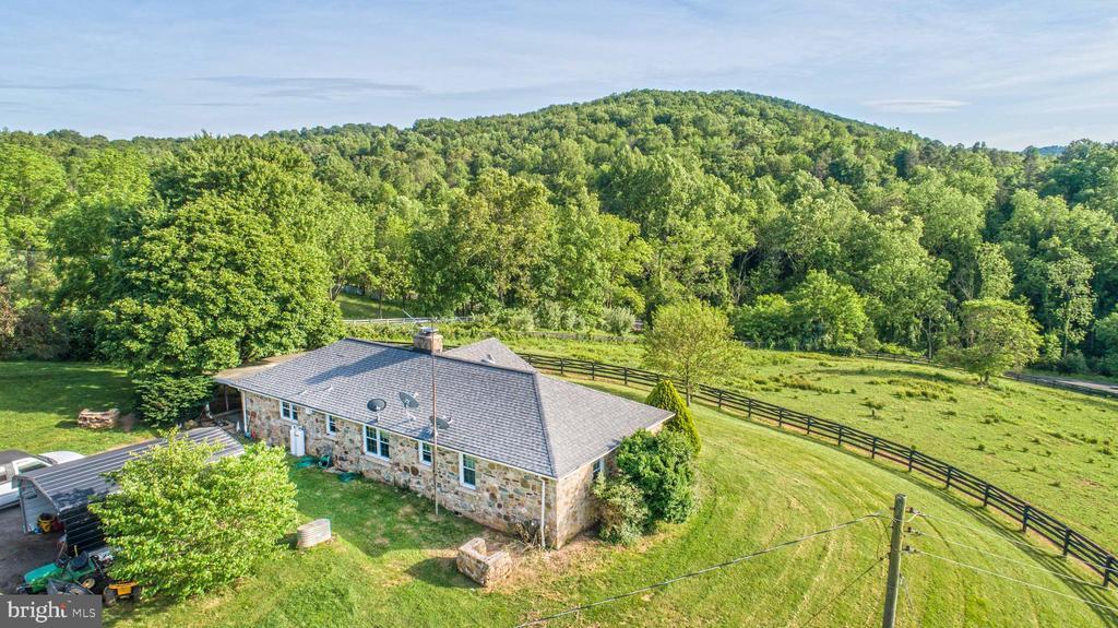 10278  JOHN MARSHALL HIGHWAY, Delaplane in FAUQUIER County, VA 20144 Home for Sale