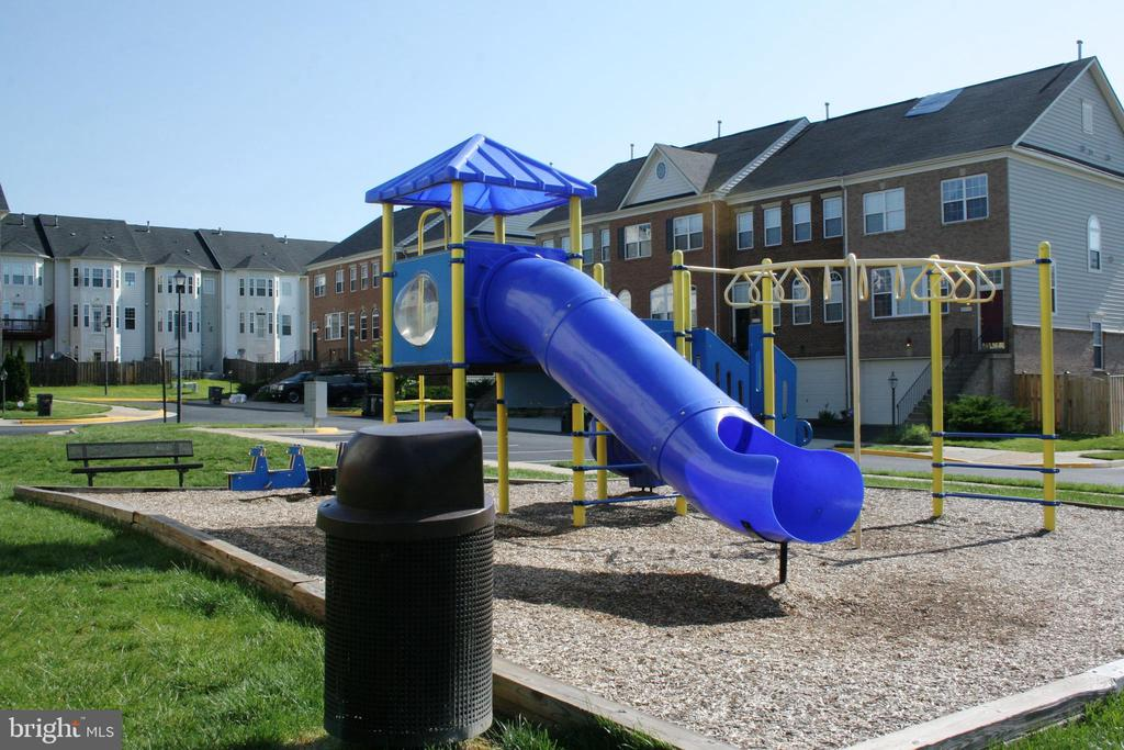 Tot Lot/Playground - 17378 HOT SPRINGS WAY, DUMFRIES