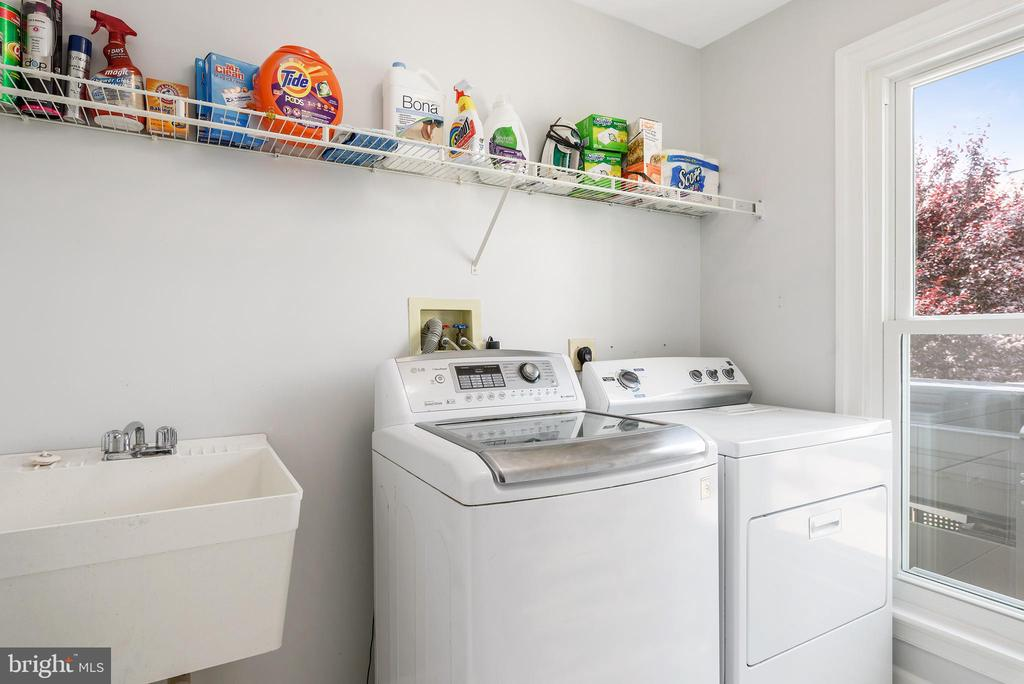 Spacious Laundry room on main level - 43365 WAYSIDE CIR, ASHBURN