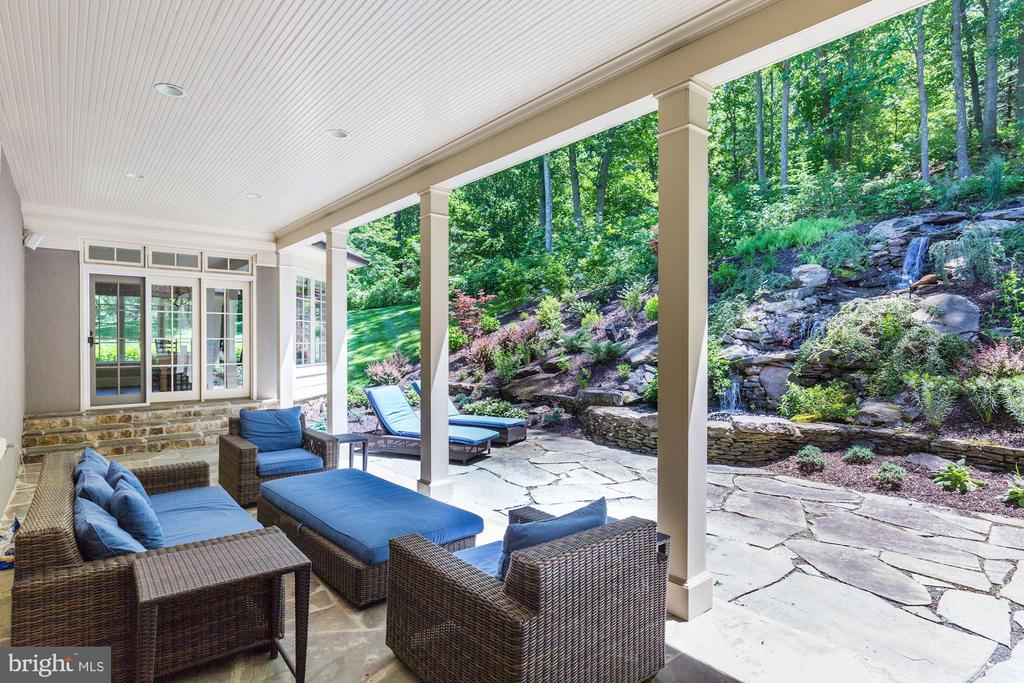 Covered Terrace - 1049 BROOK VALLEY LN, MCLEAN