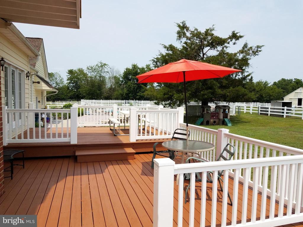 Beautiful two level deck from kitchen to pool area - 7411 SNOW HILL DR, SPOTSYLVANIA