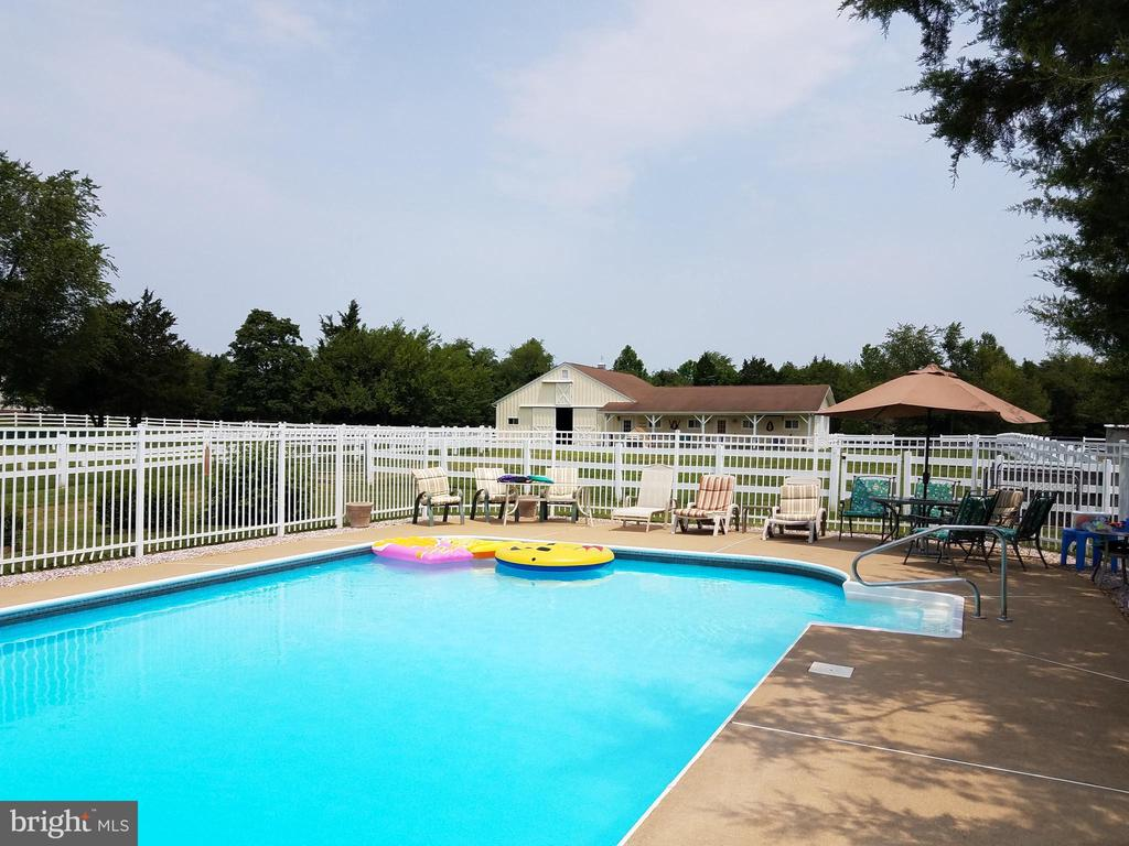 Ready for Summer parties, over sized deck - 7411 SNOW HILL DR, SPOTSYLVANIA
