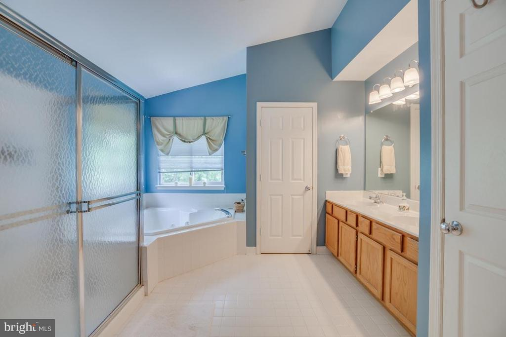 Master  Bath with soaking tub! - 17 MORRISSEY STONE CT, STAFFORD
