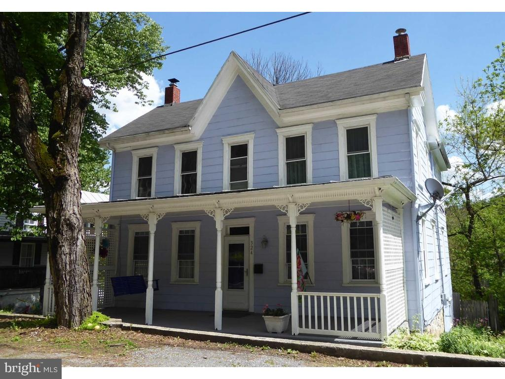 Single Family for Sale at 324 Wilkes St Berkeley Springs, West Virginia 25411 United States