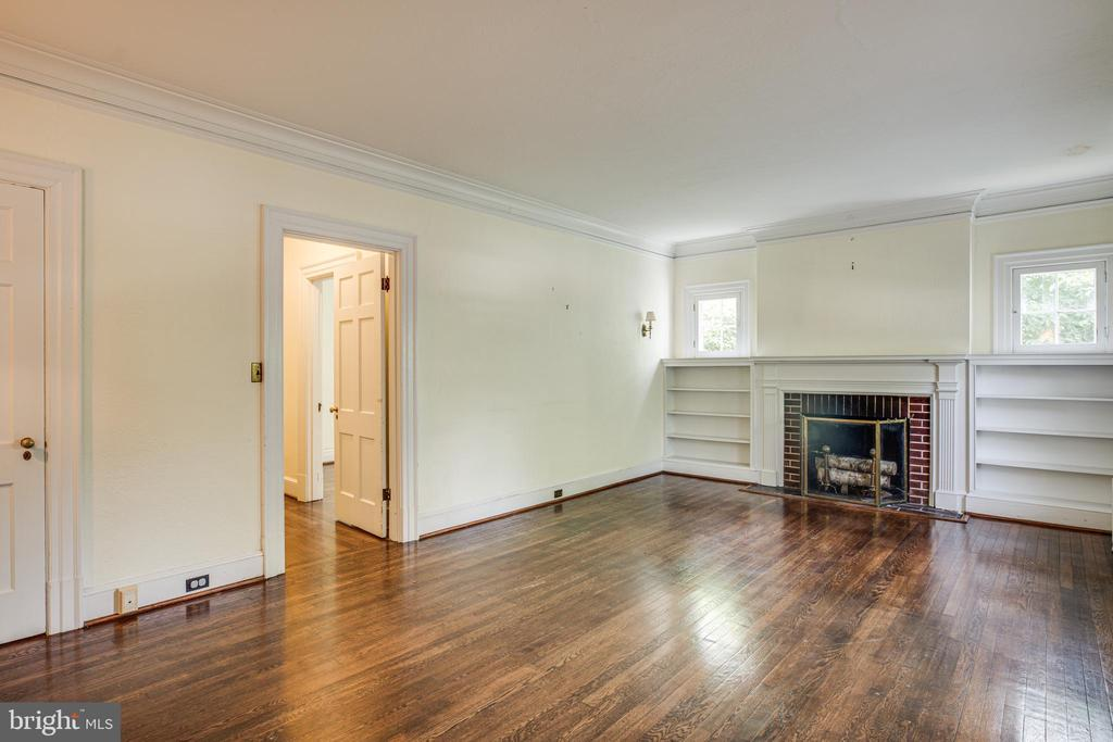 The Living Room has a wood-burning fireplace - 1104 COLLEGE AVE, FREDERICKSBURG