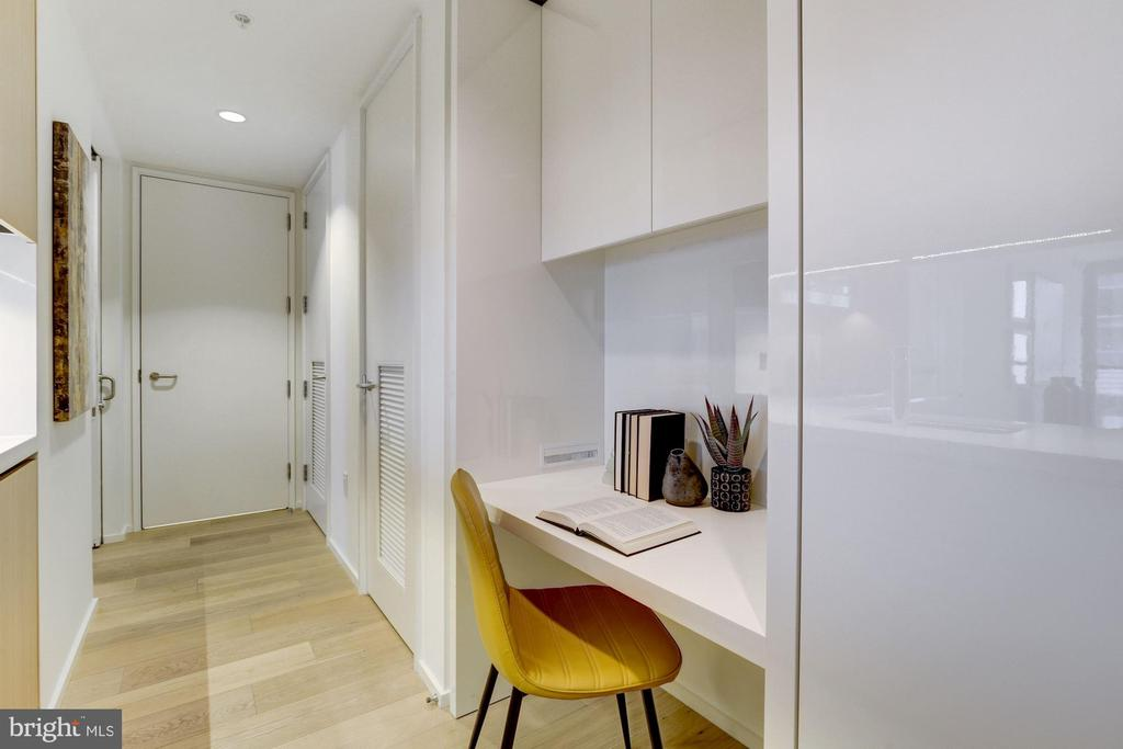 Built- In Desk - 925 H ST NW #713, WASHINGTON