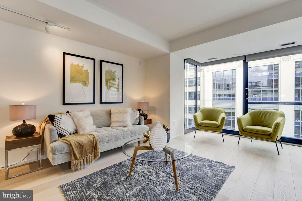 Living Room w/ Floor to ceiling Windows - 925 H ST NW #713, WASHINGTON