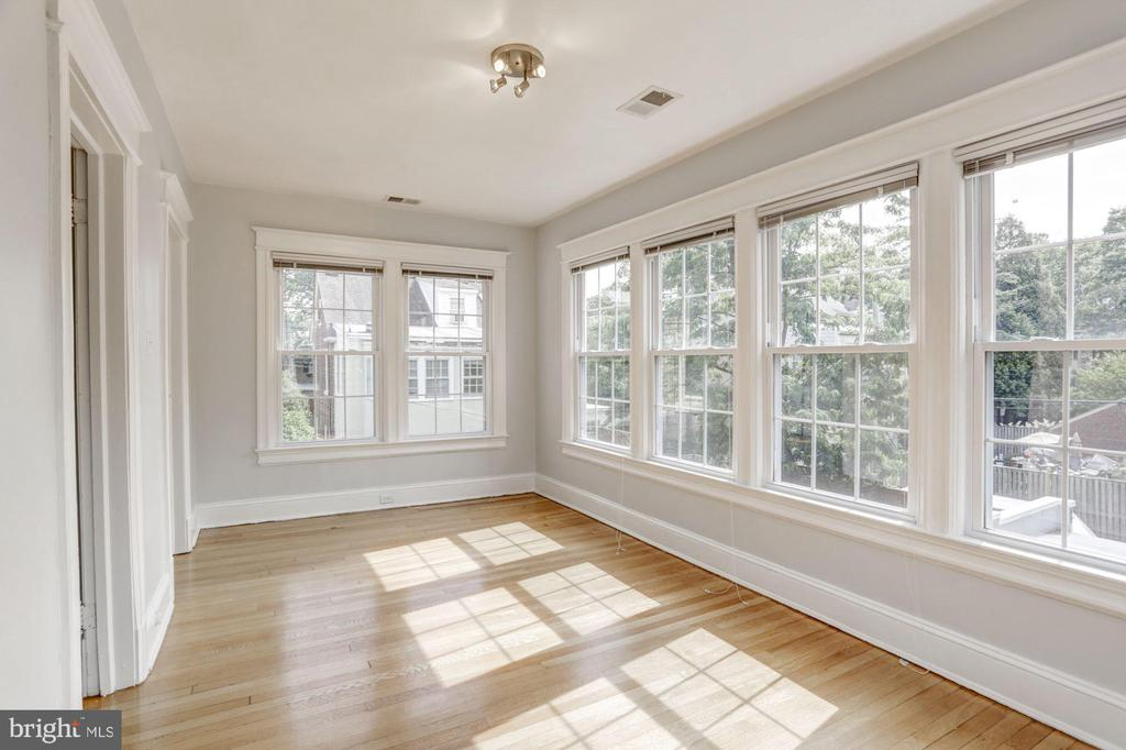 Lovely Natural Light - 4310 18TH ST NW, WASHINGTON
