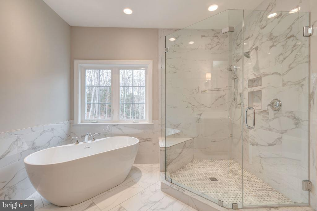 Owner's Bath, double sinks, separate tub & shower - 10710 HARLEY RD, LORTON