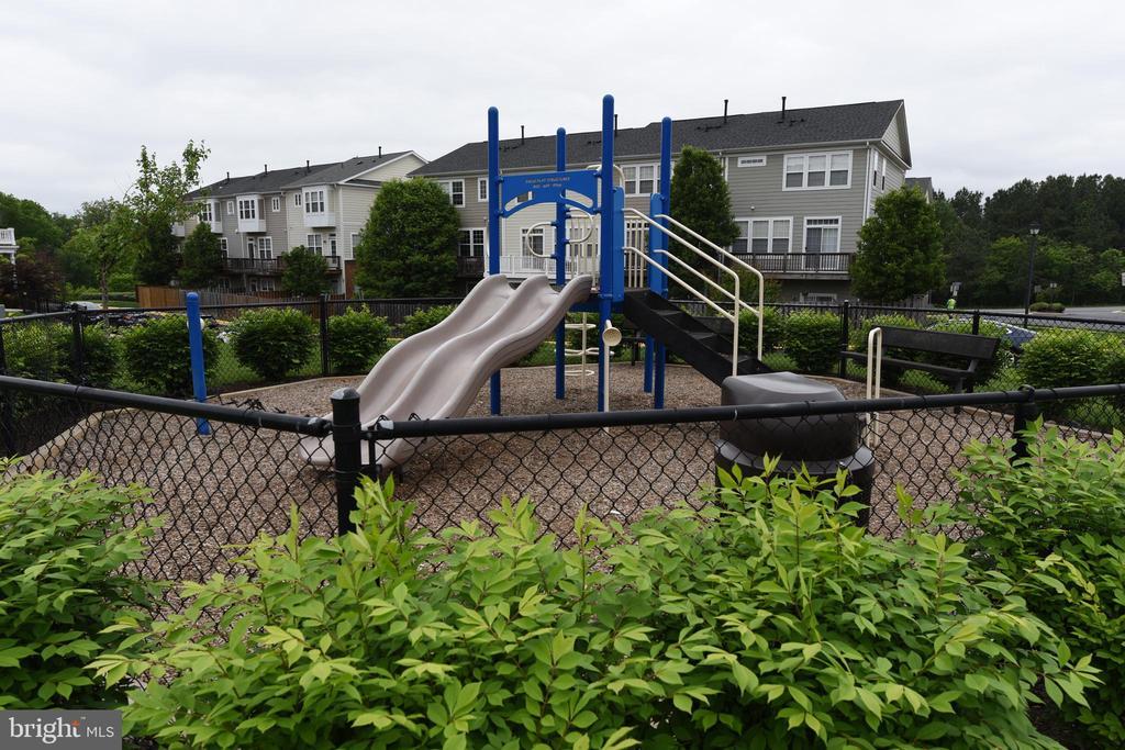 Community Playground - 20932 HOUSEMAN TER, ASHBURN