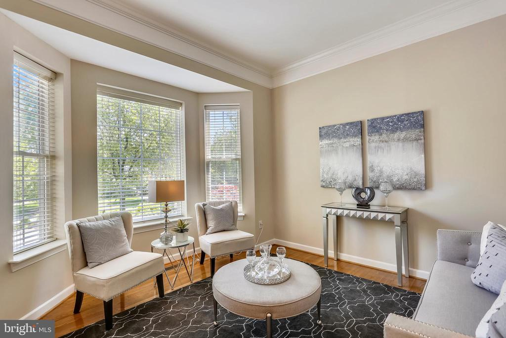 LR with bay window and hardwood floors - 206 ROSE PETAL WAY, ROCKVILLE