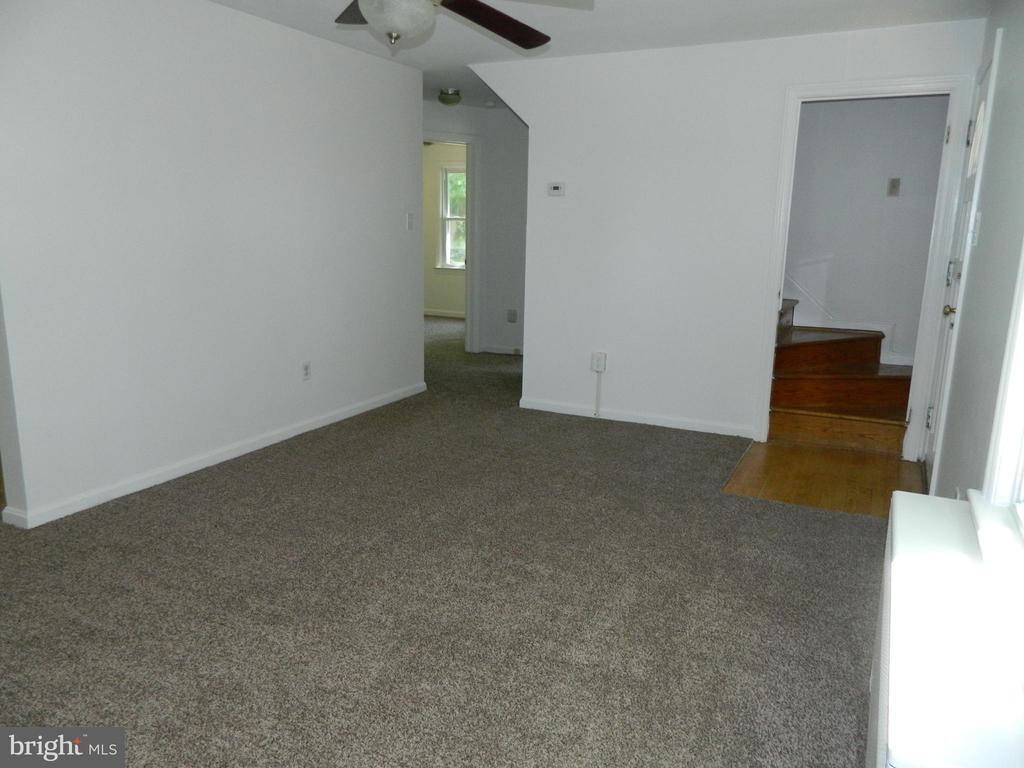Hallway access to Bedrooms & Bathroom - 117 POLK AVE, FRONT ROYAL