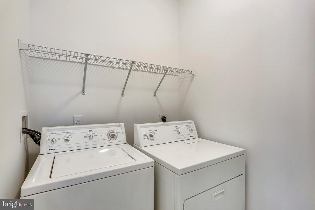 Upper level laundry room - 206 ROSE PETAL WAY, ROCKVILLE