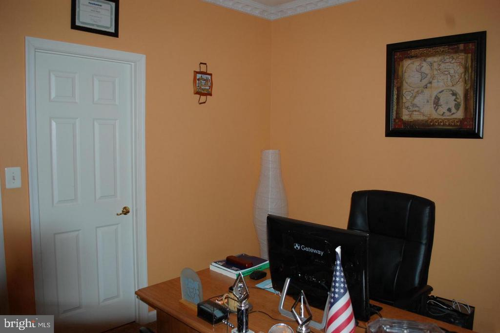 Main Floor Office - 17608 OVERLOOK RD, DUMFRIES
