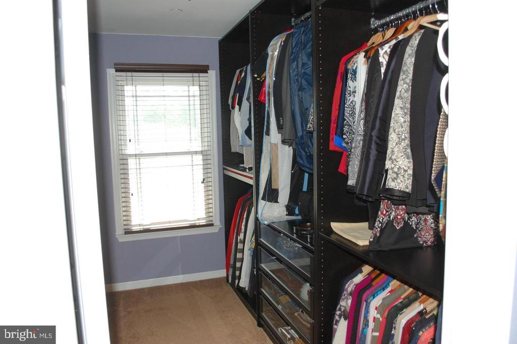 Master Walk in Closet - 17608 OVERLOOK RD, DUMFRIES