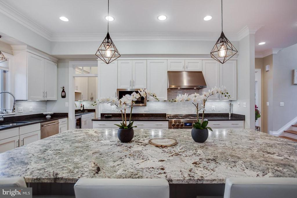 Gourmet Kitchen - 2020 S KENT ST, ARLINGTON