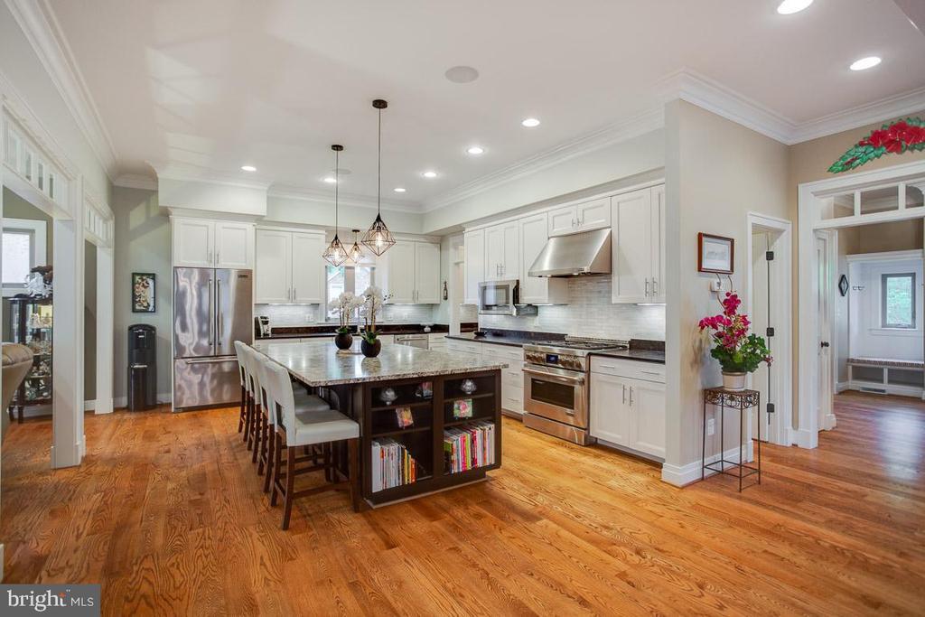 Views of the Gourmet Kitchen - 2020 S KENT ST, ARLINGTON