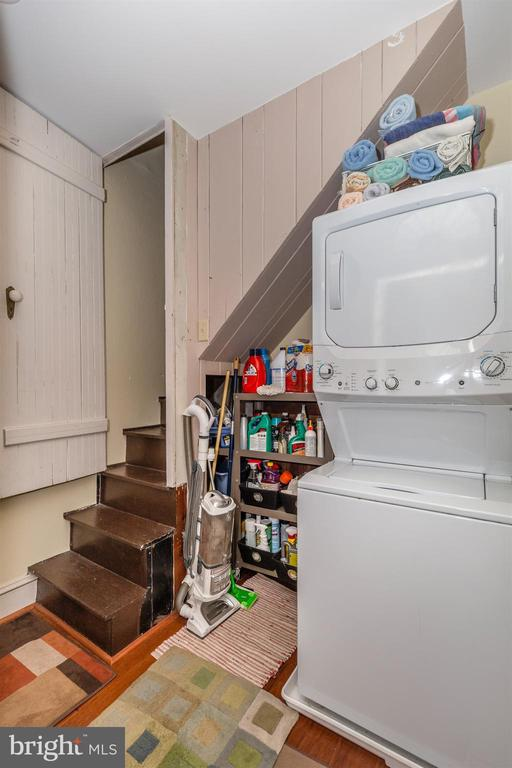Kitchen level laundry with servant staircase - 118 E CHURCH ST, FREDERICK