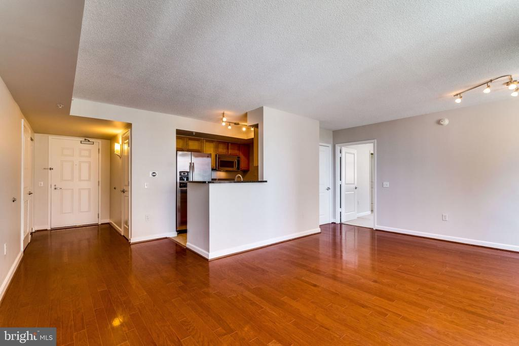 Kitchen Open to Living Room - 880 N POLLARD ST #602, ARLINGTON