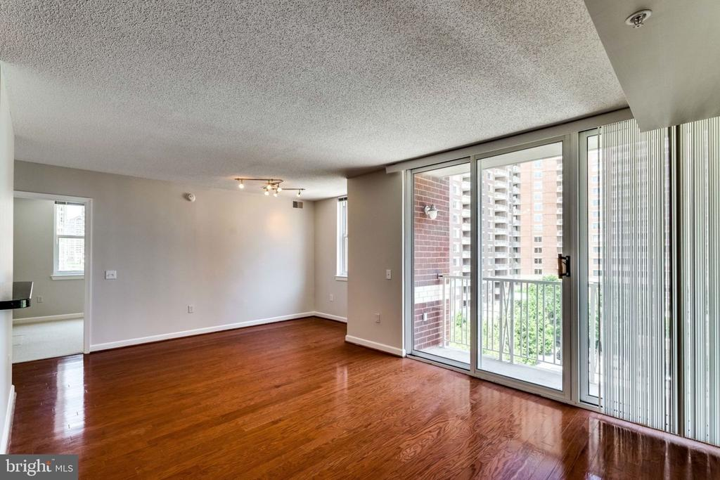 Living Room - 880 N POLLARD ST #602, ARLINGTON
