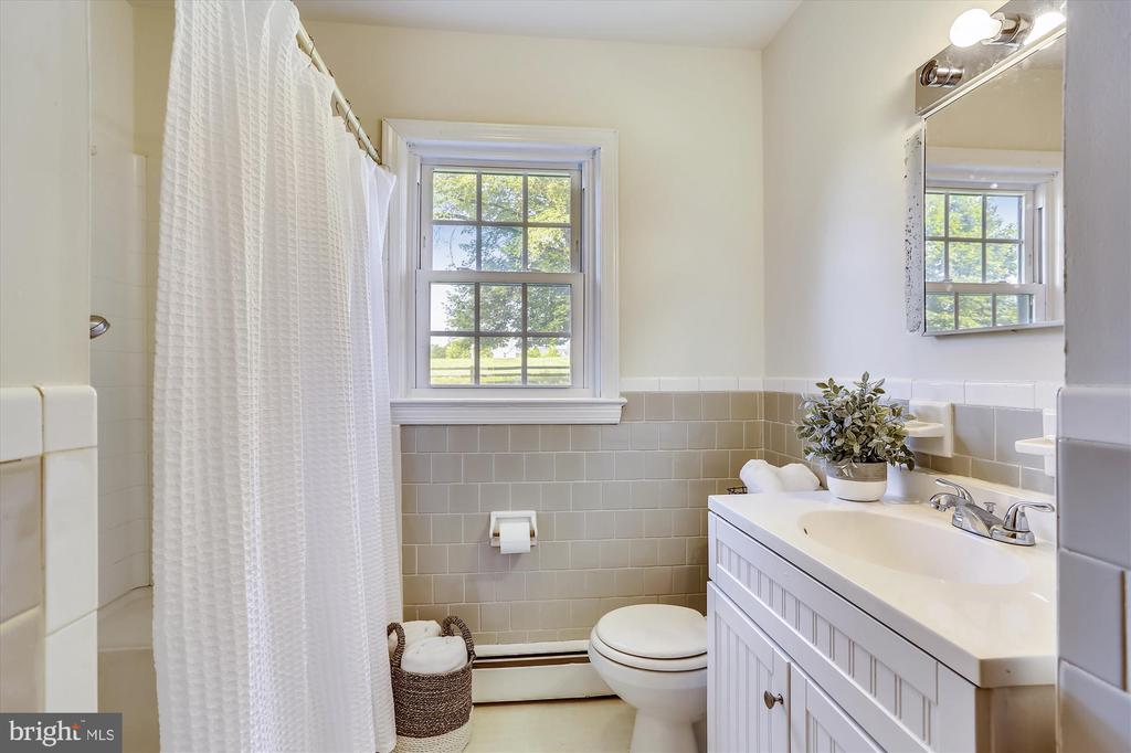 Bath on Main Level - 39085 IRISH CORNER RD, LOVETTSVILLE