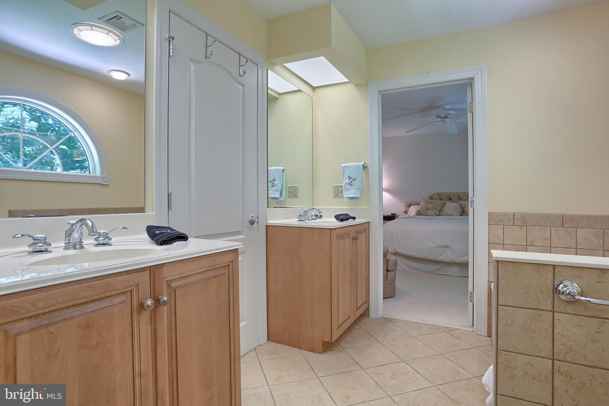 Jack and Jill bath with Bedrooms 3 & 4