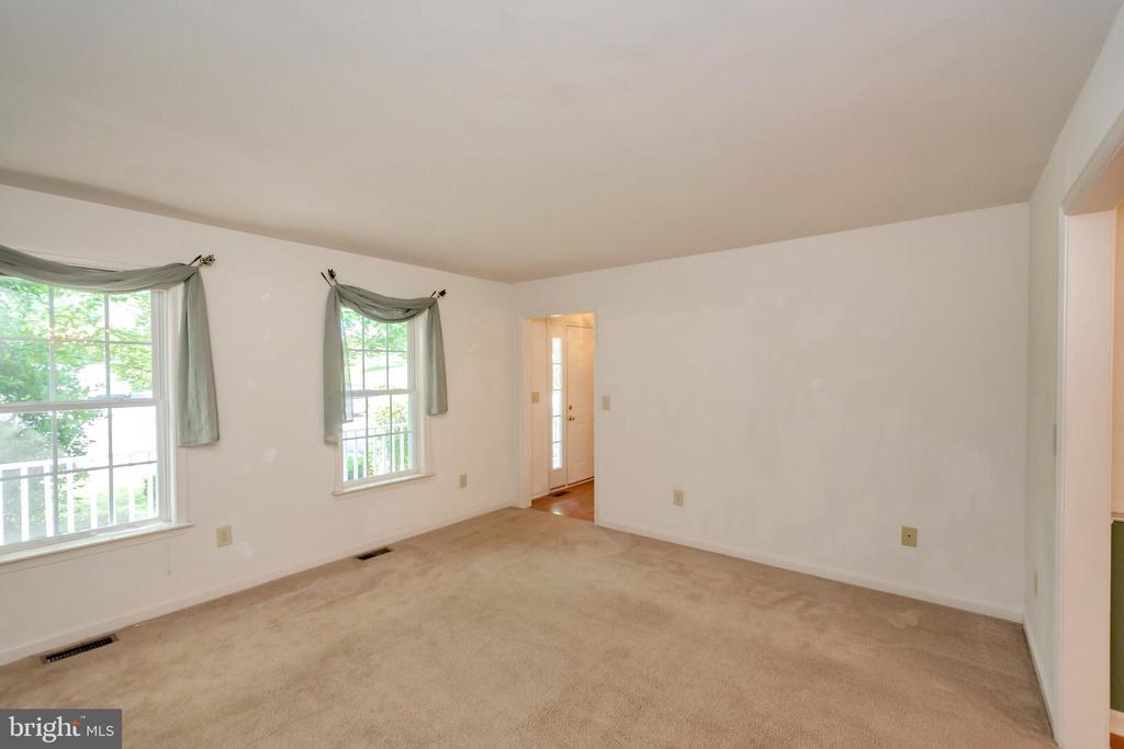 Formal Living Room - 175 ROPER DR, BOWLING GREEN