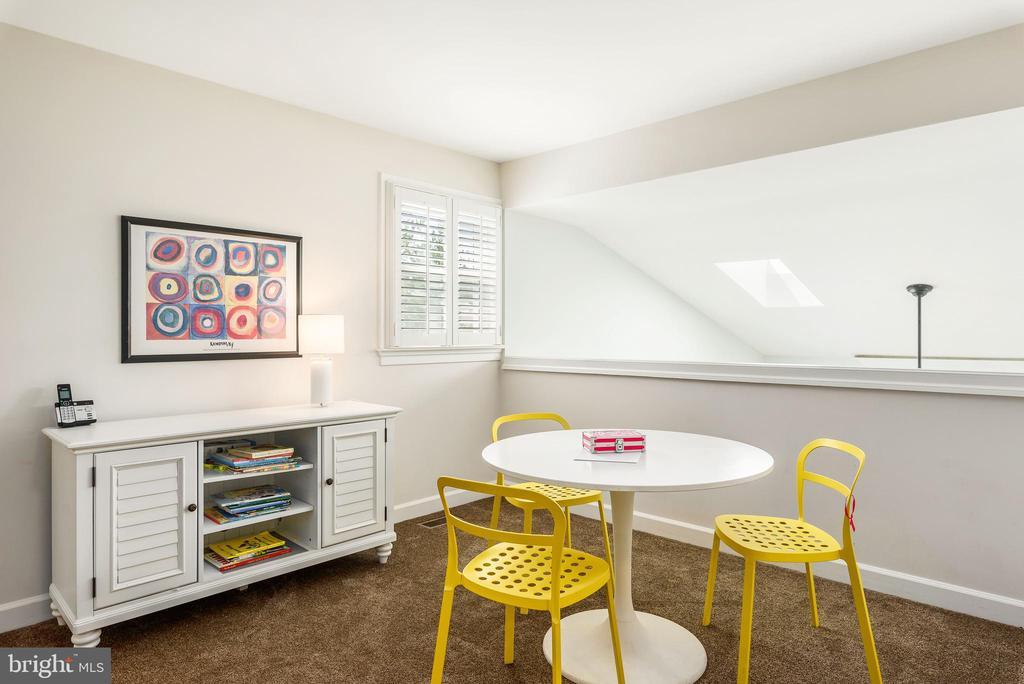 Great upper level loft area for study/den - 43365 WAYSIDE CIR, ASHBURN