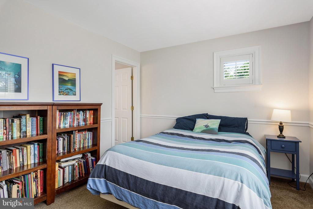 Bedroom#4 with adjoining private bath - 43365 WAYSIDE CIR, ASHBURN