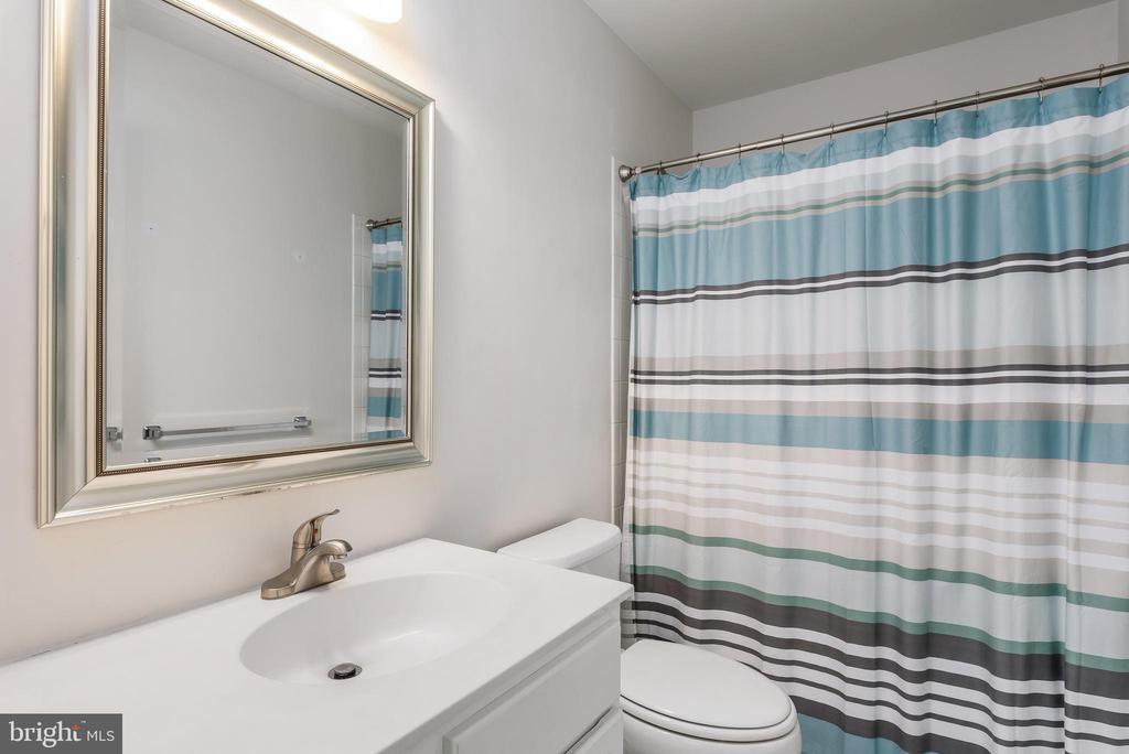 Private bath for Bedroom #4 - 43365 WAYSIDE CIR, ASHBURN