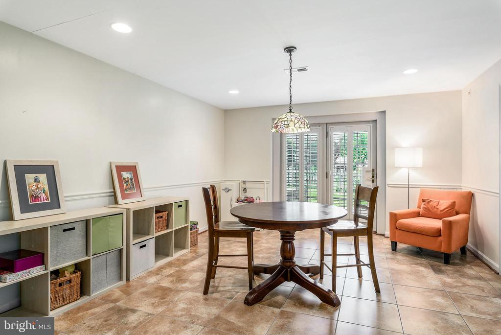 Great light in lower level with walk out - 43365 WAYSIDE CIR, ASHBURN