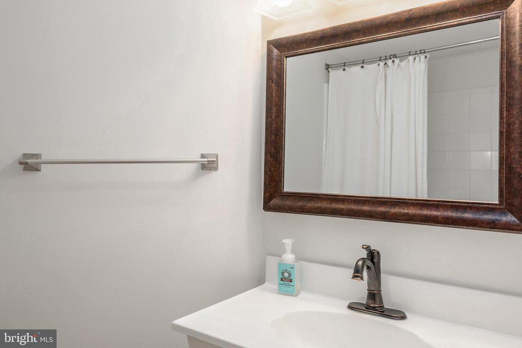 Full Lower Level Bath - 43365 WAYSIDE CIR, ASHBURN