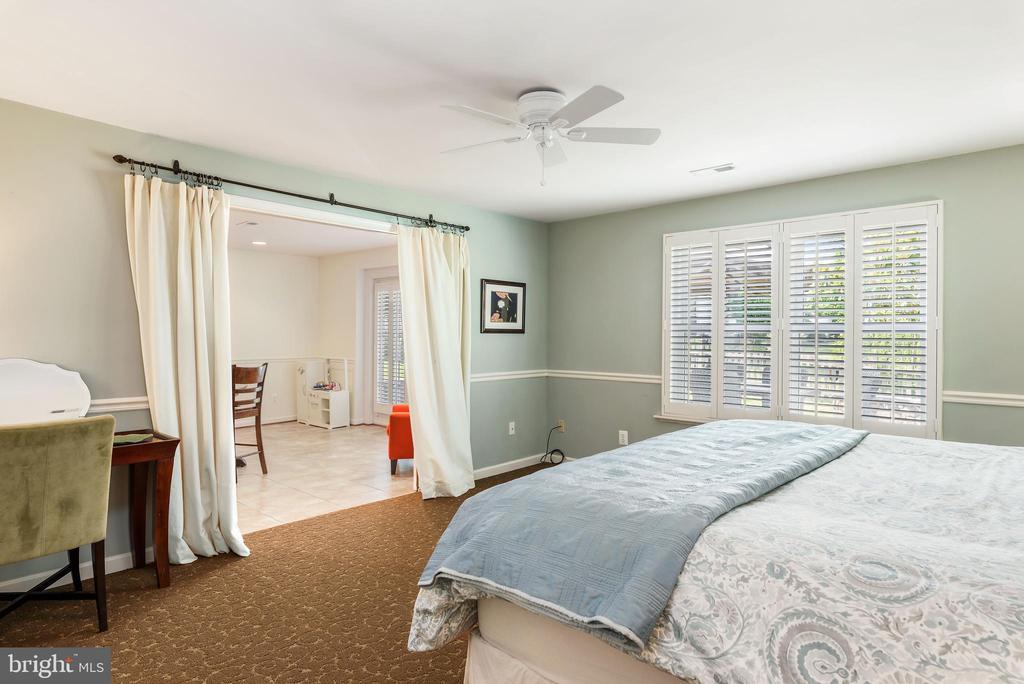 Spacious 5th bedroom on lower level - 43365 WAYSIDE CIR, ASHBURN